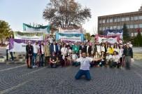 ŞEHİR TİYATROSU - Uşak Belediyesi Şehir Tiyatrosu İzmir'de Sahne Alıyor