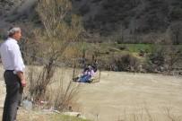 DURANKAYA - Zap Suyu Köprüleri Yutunca Devreye Teleferik Girdi