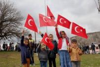 Bingöl'de Köy Girişine Dev Türk Bayrağı Asıldı