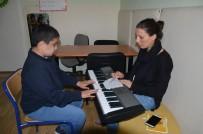 OTISTIK - Otizmli Öğrencilerin Müzik Becerileri Görenleri Şaşırtıyor