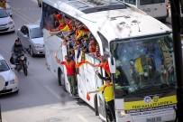 BENZİN İSTASYONU - Yeni Malatyaspor'lu Taraftarlar İle Elazığspor'lu Taraftarlar Darende'de Birbirine Girdi