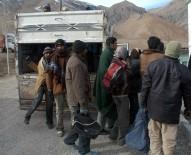 PAKISTAN - Başkale'de 24 Kaçak Şahıs Yakalandı