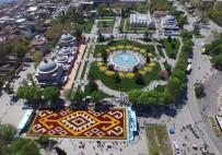 LALE SOĞANI - Bin 453 Metrekarelik Canlı Lale Halısı Sultanahmet Meydanı'nda