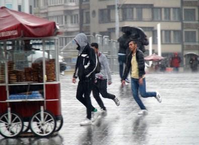İstanbullu yağmura fena yakalandı