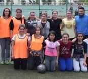 Kadın Kaymakam Kız Futbol Takımıyla Maç Yaptı