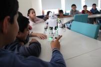 İSTANBUL TEKNIK ÜNIVERSITESI - Mekik Çekip, Zeybek Oynayan Robotlar