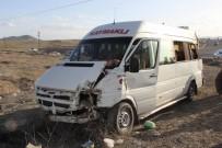 MİNİBÜS ŞOFÖRÜ - Nevşehir'de Trafik Kazası Açıklaması 8 Yaralı