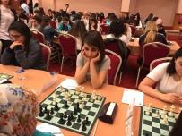 Öğrenciler Üniversitelerarası Satranç Şampiyonasından Başarıyla Döndü