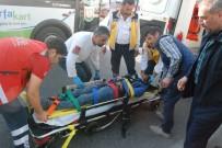 NECMETTIN CEVHERI - Otomobiline Çarpan Bisikletliyi Kardeşi Zannetti, Dakikalarca Başında Bekledi