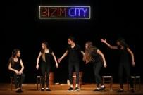 ALSANCAK - Roman Gençler Tiyatro Oyunu Sahneledi