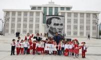 ÇOCUK PARKI - Başkan Genç, Koltuğu 6 Yaşındaki Uygar'a Bıraktı