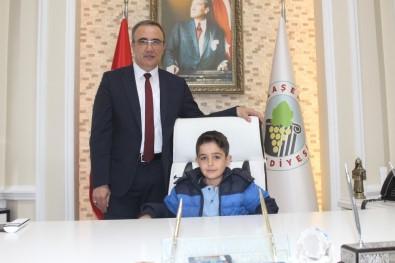 Başkan Karaçoban Makamını Temsili Olarak Devretti