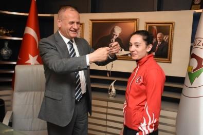 Başkan Keleş'ten Dünya Şampiyonuna Altın