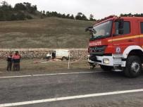 İSMET YıLMAZ - Denizli'de Araç Takla Attı Açıklaması 1 Ölü, 1'İ Çocuk 2 Yaralı