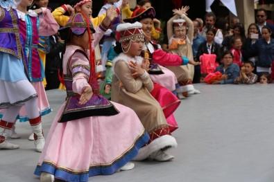 Dünya Çocuklarının Gösterileri Büyük İlgi Gördü