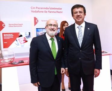 Ekonomi Bakanı Nihat Zeybekci, Vodafone Standını Ziyaret Etti