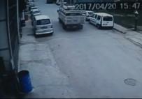 İVEDİK ORGANİZE SANAYİ - Freni Boşalan Kamyonet Park Halindeki Araçlara Çarptı