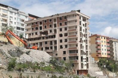 Gaziosmanpaşa'da Depreme Dayanıksız 2 Bina Yıkıldı