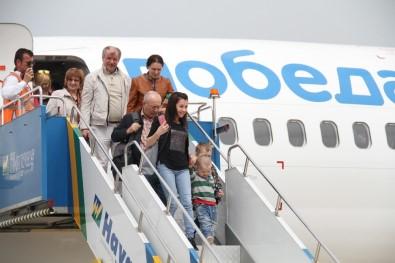 Gazipaşa Havalimanı'nda İlk Tarifeli Rus Uçağına Görkemli Karışlama