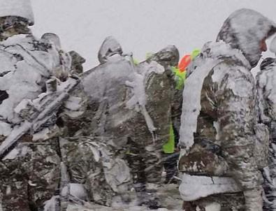Helikopter kazasında enkazdaki 12 şehide böyle ulaştılar