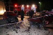 AHMET YESEVI - İki Otomobil Kafa Kafaya Çarpıştı Açıklaması 7 Yaralı