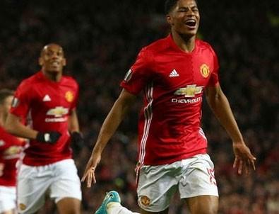 Manchester United uzatmalarda güldü!