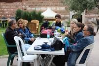 ÇAMKÖY - Manisa'da Çantasını Alan Park Ve Bahçelere Çıktı