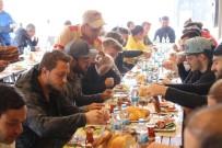 SAKARYASPOR - Play-Off Öncesi Sakaryasporlu Futbolculara Motivasyon Kahvaltısı