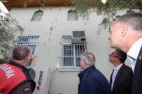 HASAR TESPİT - Saruhanlı'daki Depremde Bazı Evlerde Hasar Oluştu