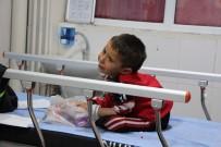 Suriye'de Yaralanan Aile Türkiye'ye Sığındı
