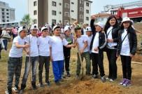 FİDAN DİKİM TÖRENİ - Ünlü Yönetmen Çağan Irmak Seferihisar'da Miniklerle Ağaç Dikti