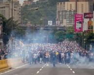 ULUSLARARASı PARA FONU - Venezuela'da İktidar Ve Muhalefet Sokaklarda Açıklaması 7 Ölü