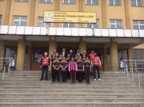 Çıldır Kızılaydan Kız Futbol Takımına Forma Hediyesi