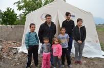 HASARLI BİNA - Deprem Sonrası Geceyi Çadırda Geçirdiler