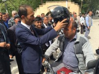 SOSYAL SORUMLULUK - Mut Ülkü Ocakları, Motosiklet Sürücülerine Kask Hediye Etti