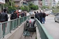 TEVFİK FİKRET - Otomobil Su Kanalına Düştü Açıklaması 2 Yaralı
