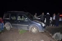 JANDARMA - Otomobiller Kafa Kafaya Çarpıştı Açıklaması 6 Yaralı