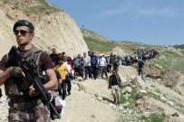 Türk Bayrağına Alan Yürüyüşe Katıldı