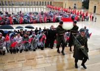 BAĞıMSıZLıK - Bakan Yılmaz Anıtkabir'i Ziyaret Etti