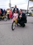 TEKERLEKLİ SANDALYE - Biga Fenerbahçeliler Derneği Çocuklara Bisiklet Dağıttı