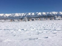 KAR KALINLIĞI - Bursa'da Baharda Kar Esareti