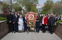 CHP Atatürk Anıtına Çelenk Sundu