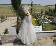 Genç Kadının Mezarına Gelinlik Asıldı