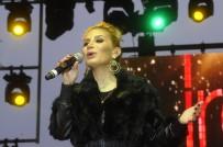 GEL GIT - İrem Derici Yeni Single'ının İlk Konserini İstanbul'da Verdi