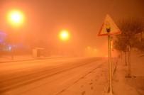 DOĞALGAZ - Kar Yağışı Şehir Merkezinde Yolları Kapadı