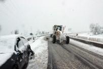 KAR TEMİZLEME - Nisan'da Bolu Dağı'nda Kar Sürprizi