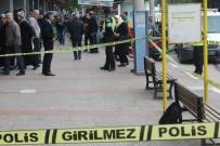 EMNIYET ŞERIDI - Otobüs Durağında Bomba Paniği