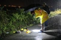 YENIKENT - Otomobil Sürücüsü Yoldan Geçen Kadınlara Çarptı