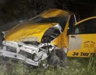 OKMEYDANı - Sarıyer'de Taksi Ormanlık Alana Uçtu