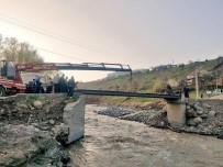 Selde Yıkılan Köprü Yerine, Yayalar İçin Geçici Köprü Yapıldı